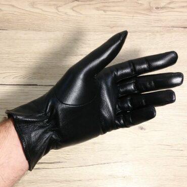 e75 fullsizeoutput 1e38 370x370 - Gants cuir noirs
